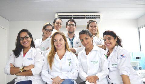 Fototerapia é tema de aula prática em Fisioterapia